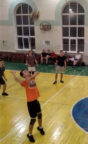 Почалася Спартакіада ХНУРЕ для студентів першого року навчання з волейболу