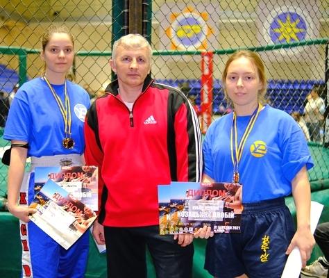 Перемога студенток ХНУРЕ на Кубку України з козацького двобою